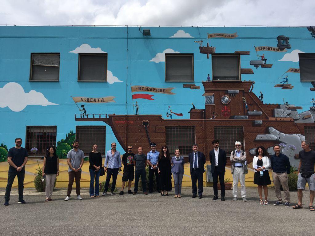 La scritta che buca, inaugurazione del murale presso la Casa Circondariale Mario Gozzini